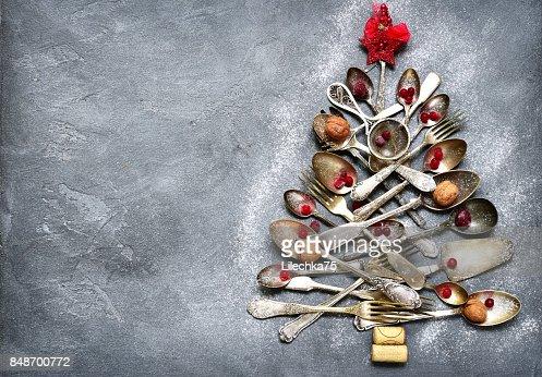 Abstrakter Weihnachtsbaum aus Besteck hergestellt : Stock-Foto