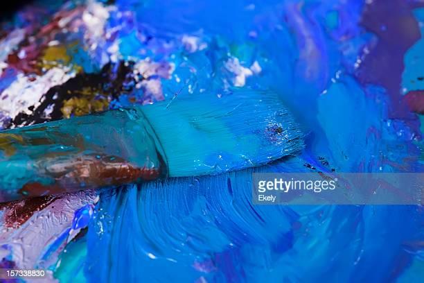 Abstrait bleu peint palette et pinceau.
