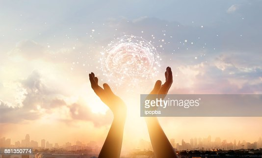 Abstract palm hands touching brain with network connections, innovative technology in science and communication concept : Foto stock