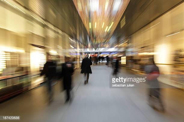 Abstrait personnes de Noël shopping-mouvement flou, zoom