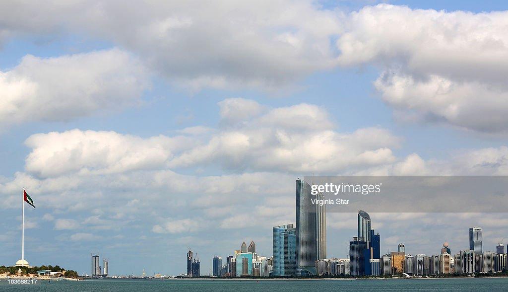 Abu Dhabi city skyline & flag