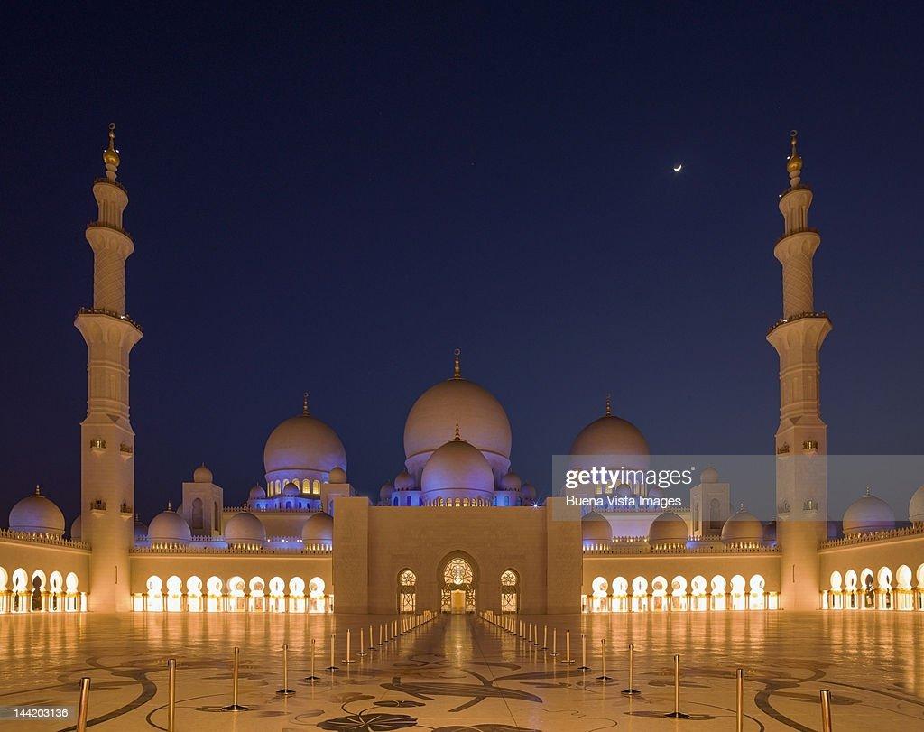 Exterior: Abu Dhabi Sheikh Zayed Mosque Stock Photo