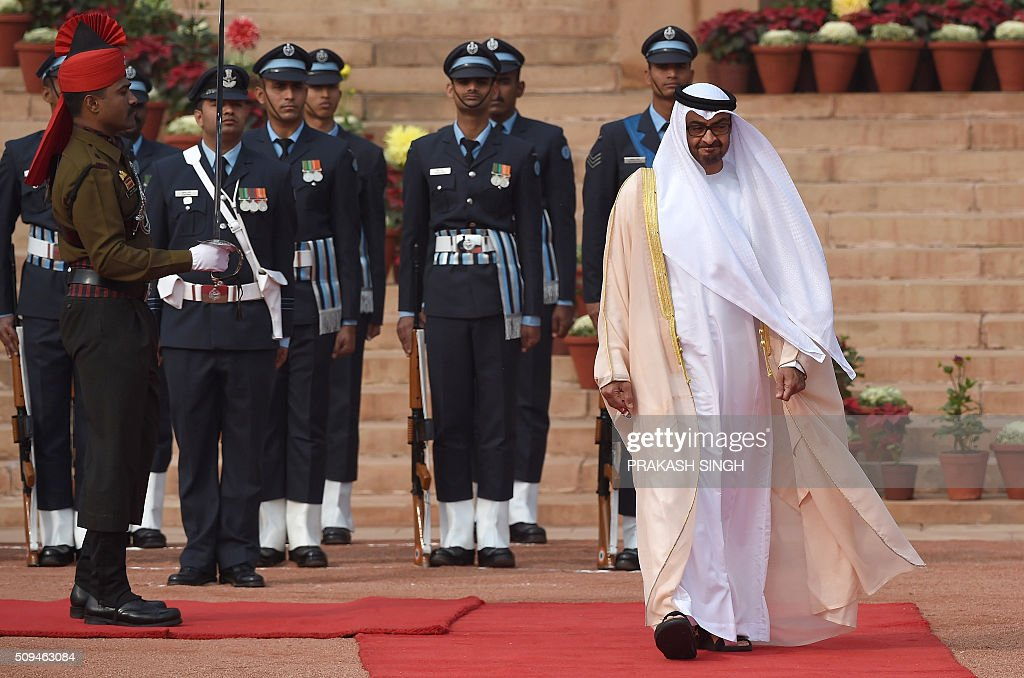 Abu Dhabi's Crown Prince Sheikh Mohammed bin Zayed al-Nahyan (R) inspects a guard of honour during a ceremonial reception at the presidential palace in New Delhi on February 11, 2016. The crown prince is on three-day state visit to India until February 12. AFP PHOTO / Prakash SINGH / AFP / PRAKASH SINGH