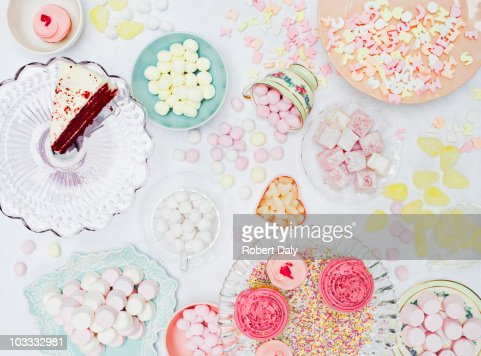Abundant variety of vibrant sweets in dishes on table : Stockfoto