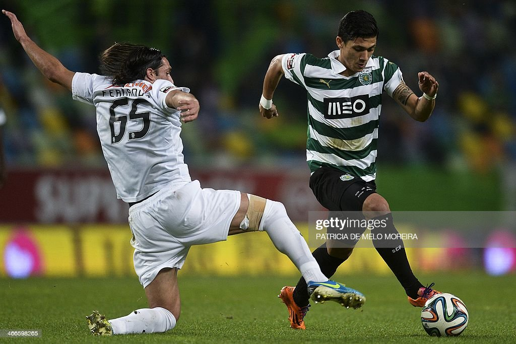 Academica's midfielder Fernando Alexandre (L) vies with Sporting Colombian forward Fredy Montero during the Portuguese league football match Sporting vs Academica at the Alvalade stadium on February 2, 2014.