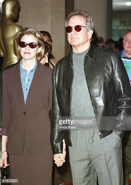 Academy Award nominee Warren Beatty arrives for the annual Oscar nominees luncheon with his wife actress Annette Benning 08 March in Beverly Hills...