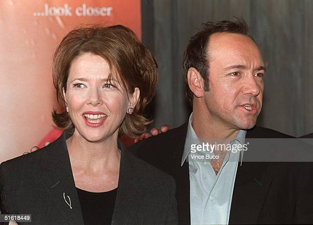 Academy Award winning US actor Kevin Spacey and actress Annette Benning arrive for the premiere of their new film 'American Beauty' at the Egyptian...