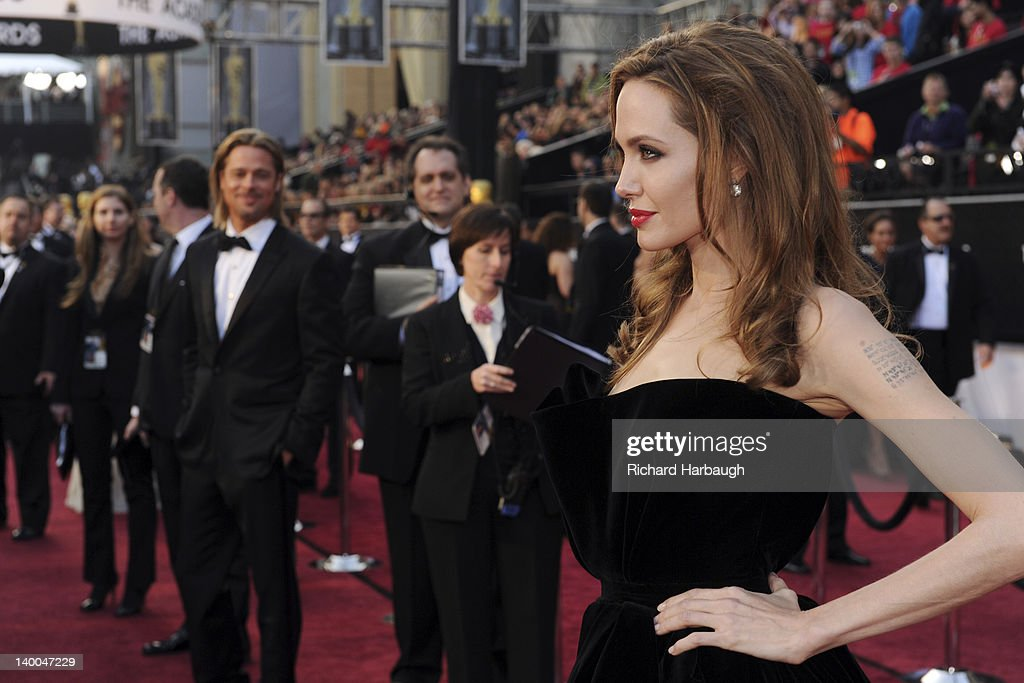 AWARDS(r) - RED CARPET ARRIVALS - Academy Awards for outstanding film achievements of 2011 presented on Sunday, February 26 (8:30 p.m., ET/5:30 p.m., PT), from the Hollywood & Highland Center(r) and televised live by the ABC Television Network. BRAD PITT (BACKGROUND), ANGELINA