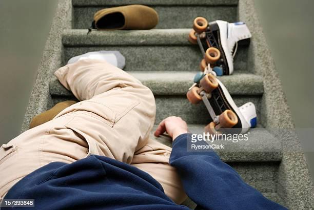 Unfälle im Hause, falls ein Mann hinunter Treppe