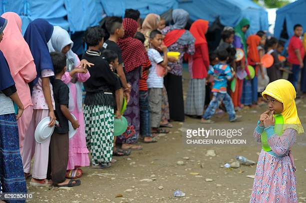 Acehnese displaced people queue for their meal at a shelter after 65 Magnitude earthquake in Pidie Jaya Aceh province on December 12 2016 Tens of...