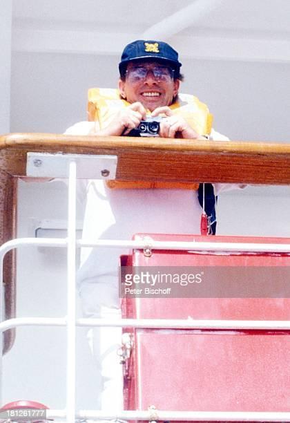 Achim Strietzel ZDFReihe 'Traumschiff ' Folge 10 Episode 3 'Liebe durch zwei' MS 'Astor' Kreuzfahrt Kreuzfahrtschiff SeenotRettungsübung Deck Reling...