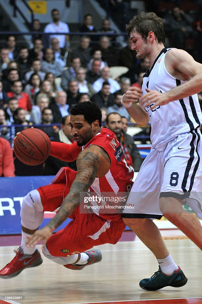 <a gi-track='captionPersonalityLinkClicked' href=/galleries/search?phrase=Acie+Law&family=editorial&specificpeople=801584 ng-click='$event.stopPropagation()'>Acie Law</a>, #5 of Olympiacos Piraeus competes with Birkan Batuk, #8 of Anadolu Efes Istanbul during the 2012-2013 Turkish Airlines Euroleague Regular Season Game Day 7 between Olympiacos Piraeus v Anadolu EFES Istanbul at Peace and Friendship Stadium on November 22, 2012 in Athens, Greece.