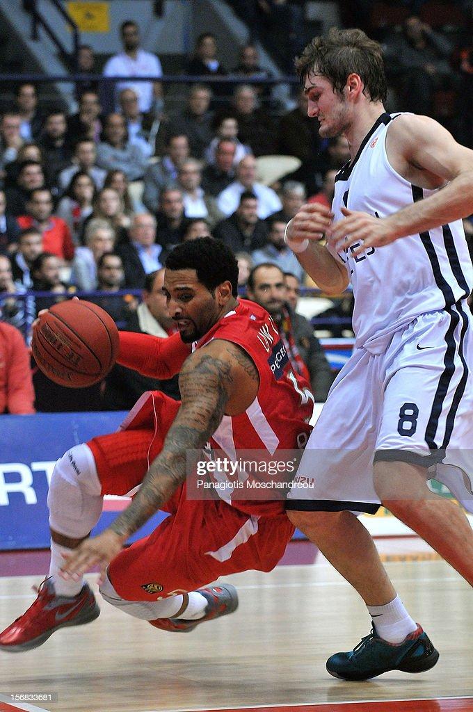 Olympiacos Piraeus v Anadolu EFES Istanbul - Turkish Airlines Euroleague