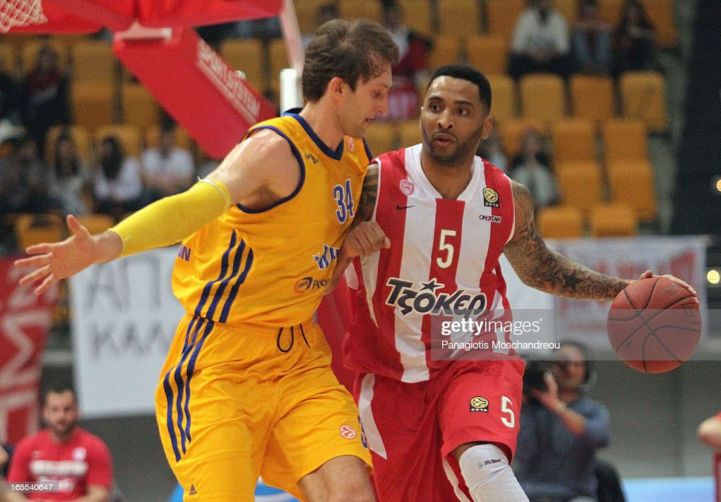 <a gi-track='captionPersonalityLinkClicked' href=/galleries/search?phrase=Acie+Law&family=editorial&specificpeople=801584 ng-click='$event.stopPropagation()'>Acie Law</a>, #5 of Olympiacos Piraeus competes with <a gi-track='captionPersonalityLinkClicked' href=/galleries/search?phrase=Zoran+Planinic&family=editorial&specificpeople=203163 ng-click='$event.stopPropagation()'>Zoran Planinic</a>, #34 of BC Khimki Moscow Region during the 2012-2013 Turkish Airlines Euroleague Top 16 Date 14 between Olympiacos Piraeus v BC Khimki Moscow Region at Peace and Friendship Stadium on April 4, 2013 in Athens, Greece.