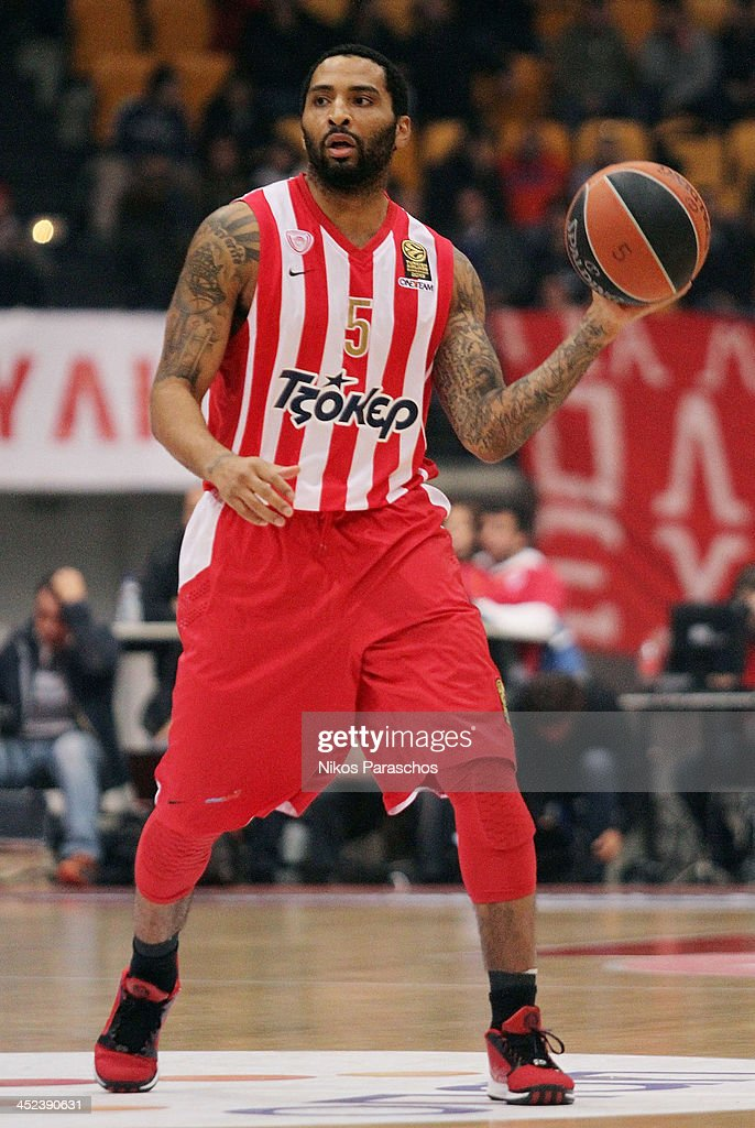 <a gi-track='captionPersonalityLinkClicked' href=/galleries/search?phrase=Acie+Law&family=editorial&specificpeople=801584 ng-click='$event.stopPropagation()'>Acie Law</a>, #5 of Olympiacos Piraeus in action during the 2013-2014 Turkish Airlines Euroleague Regular Season Date 7 game between Olympiacos Piraeus v Galatasaray Liv Hospital Istanbul at Peace and Friendship Stadium on November 28, 2013 in Athens, Greece.