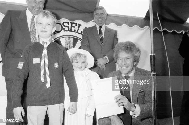 Acorns Children's Hospice Topping Out Ceremony with guest of honour Lord Lichfield Patrick Anson 5th Earl of Lichfield 8th March 1988 Pictured with...