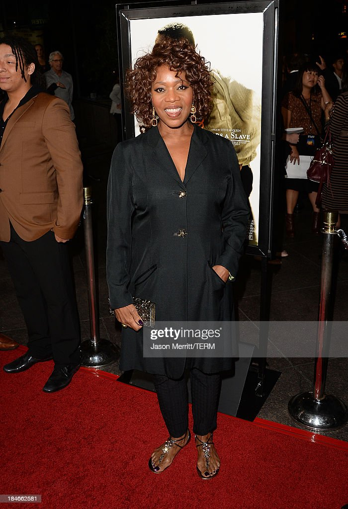Acress <a gi-track='captionPersonalityLinkClicked' href=/galleries/search?phrase=Alfre+Woodard&family=editorial&specificpeople=220969 ng-click='$event.stopPropagation()'>Alfre Woodard</a> arrives at the Los Angeles premiere of '12 Years A Slave' at Directors Guild Of America on October 14, 2013 in Los Angeles, California.