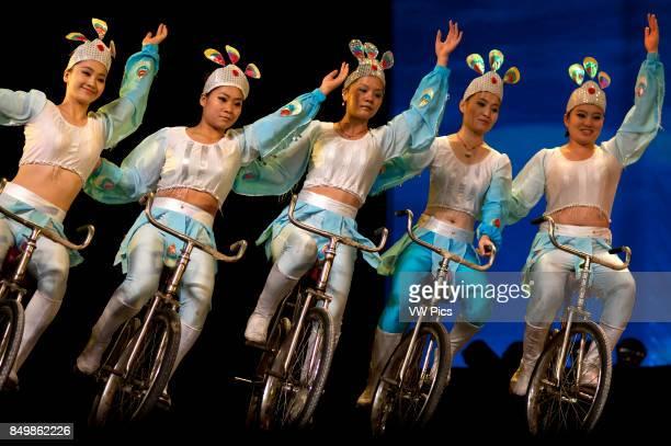 Acrobat bicycle performance Shanghai Centre Shanghai China Shanghai Centre Shanghai Zaji Tuan