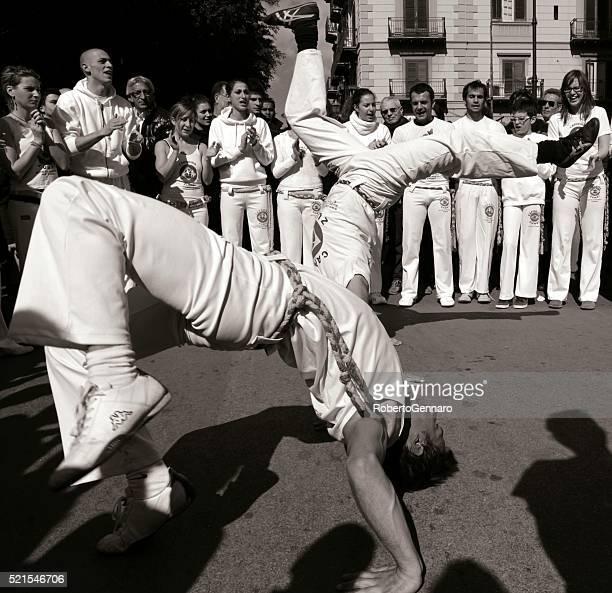 Capoeira acrobática voltereta lateral doble