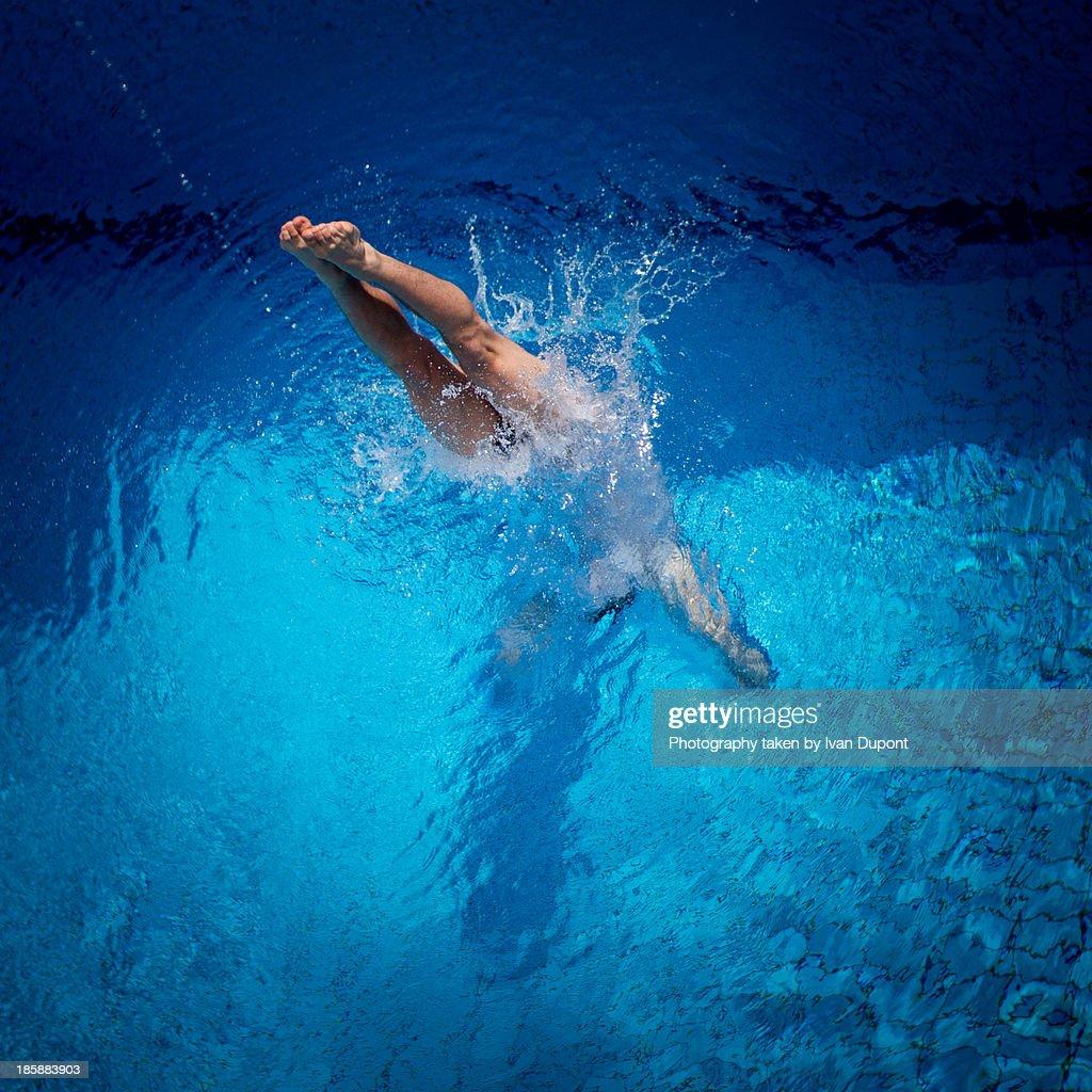Acrobatic diving