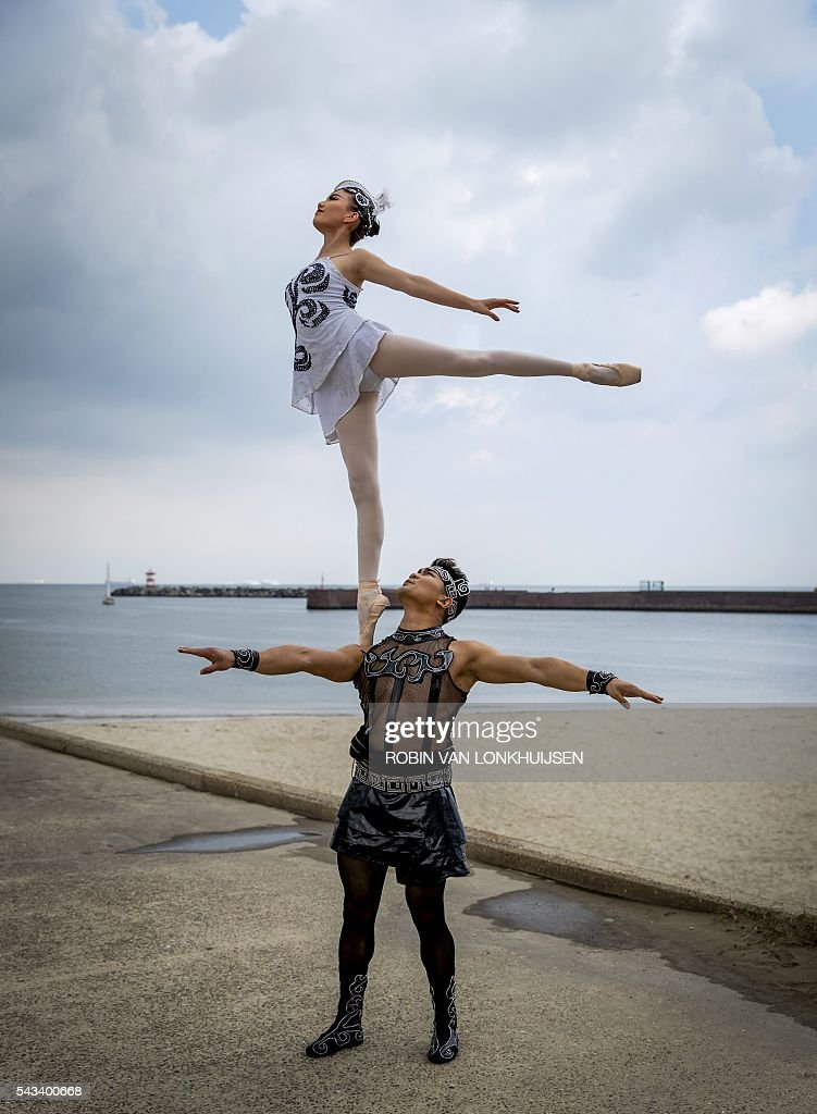 Acrobats of the China national Acrobatic Troupe take part in a presentation at Scheveningen harbour, the Netherlands, on June 28 2016. Scheveningen will host their show Splendid from June 29 to July 10. / AFP / ANP / Robin van Lonkhuijsen / Netherlands OUT