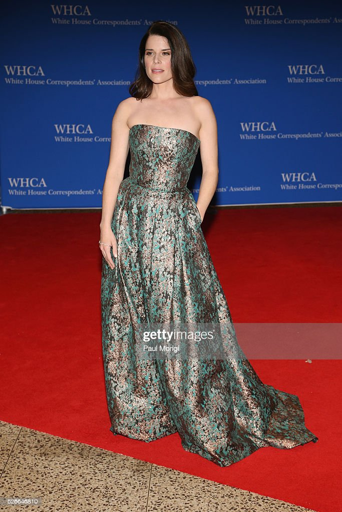 Actess Neve Campbell attends the 102nd White House Correspondents' Association Dinner on April 30, 2016 in Washington, DC.