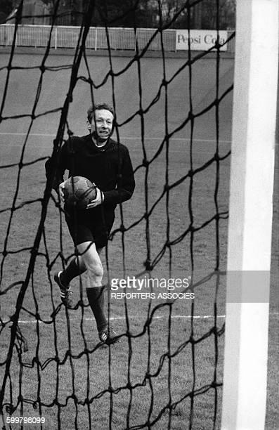 L'acteur et metteur en scène français JeanLouis Barrault entrain de jouer au football circa 1970