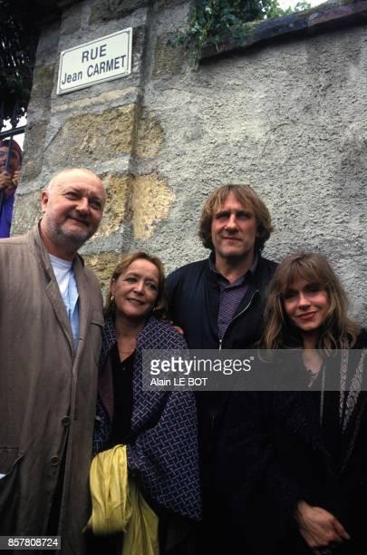 L'acteur Gerard Depardieu inaugure la rue de son ami Jean Carmet a Tigne dans le Maine et Loire le 4 juin 1994 Tigne France