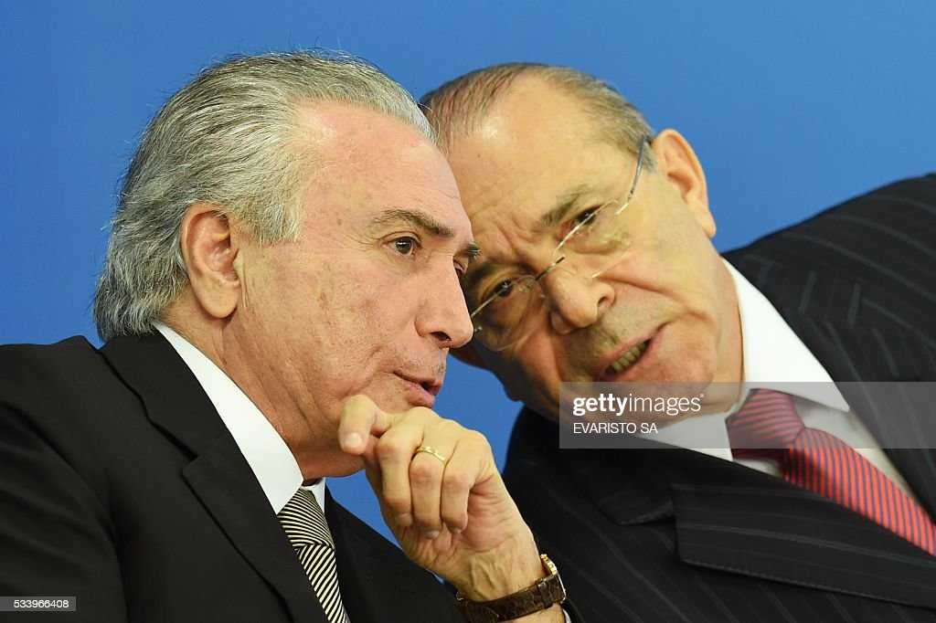 Acting Brazilian President Michel Temer (L) and his Chief of Staff Eliseu Padilha talk during the swearing-in ceremony for the new culture minister, Marcelo Calero, at the Planalto Palace, the seat of government in Brasilia, on May 24, 2016. / AFP / EVARISTO SA
