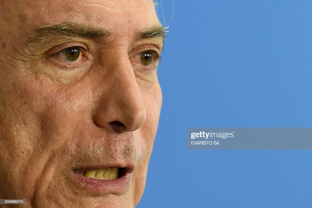Acting Brazilian President Michel Temer delivers a speech during the swearing-in ceremony for the new culture minister, Marcelo Calero, at the Planalto Palace, the seat of government in Brasilia, on May 24, 2016. / AFP / EVARISTO SA