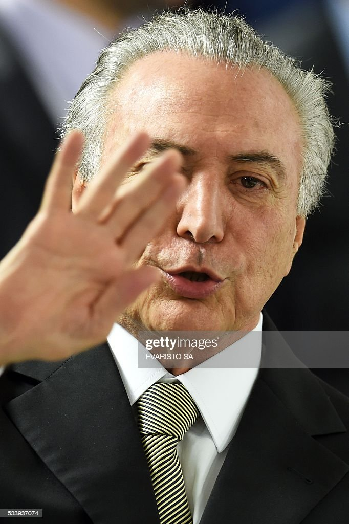Acting Brazilian President Michel Temer presents his economic measures during a meeting with the leaders of allied parties in Congress at the Planalto Palace in Brasilia on May 24, 2016. / AFP / EVARISTO SA
