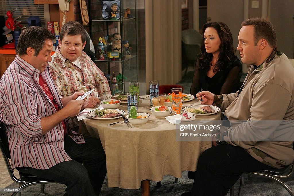 'Acting Out'-- Danny (Gary Valentine), Spence (Oswalt Patton) Carrie (Leah Remini) and Doug (Kevin James) star in The King of Queens, scheduled to air on the CBS Television Network.
