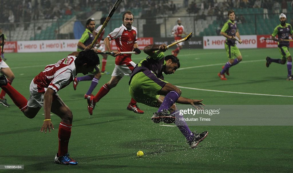 Action during Hockey India League match between Delhi Waveriders and Mumbai Magician at Major Dhyan Chand National Stadium on January 16, 2013 in New Delhi, India.