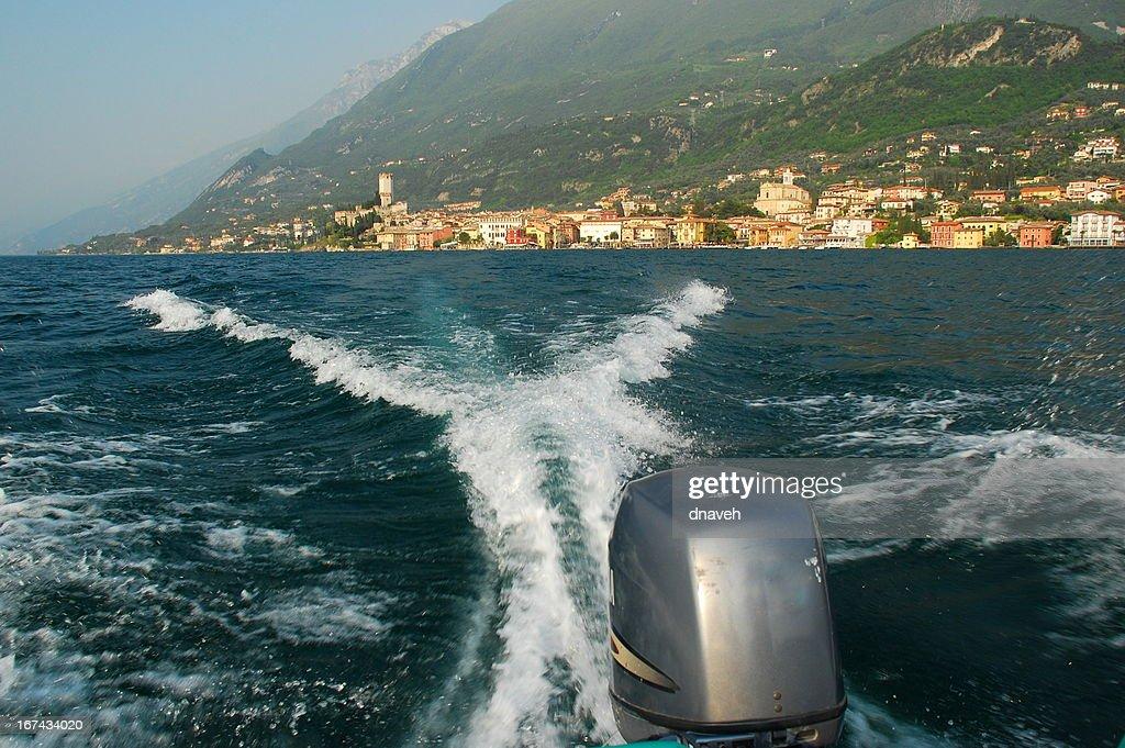 Acção Speedboating no lago de Garda : Foto de stock