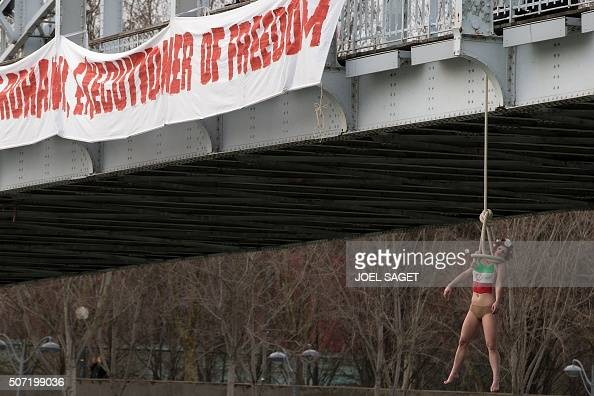 femen protest louvre - photo #35