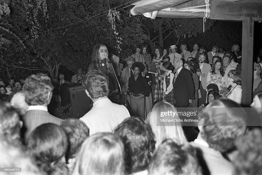Activist, journalist and leader of the feminist movement Gloria Steinem addresses the crowd at a fundraiser and rally for California State Senate candidate Catherine O'Neill (in Checked dress) at actor Lorne Greene's house on October 15, 1972 in Los Angeles, California.