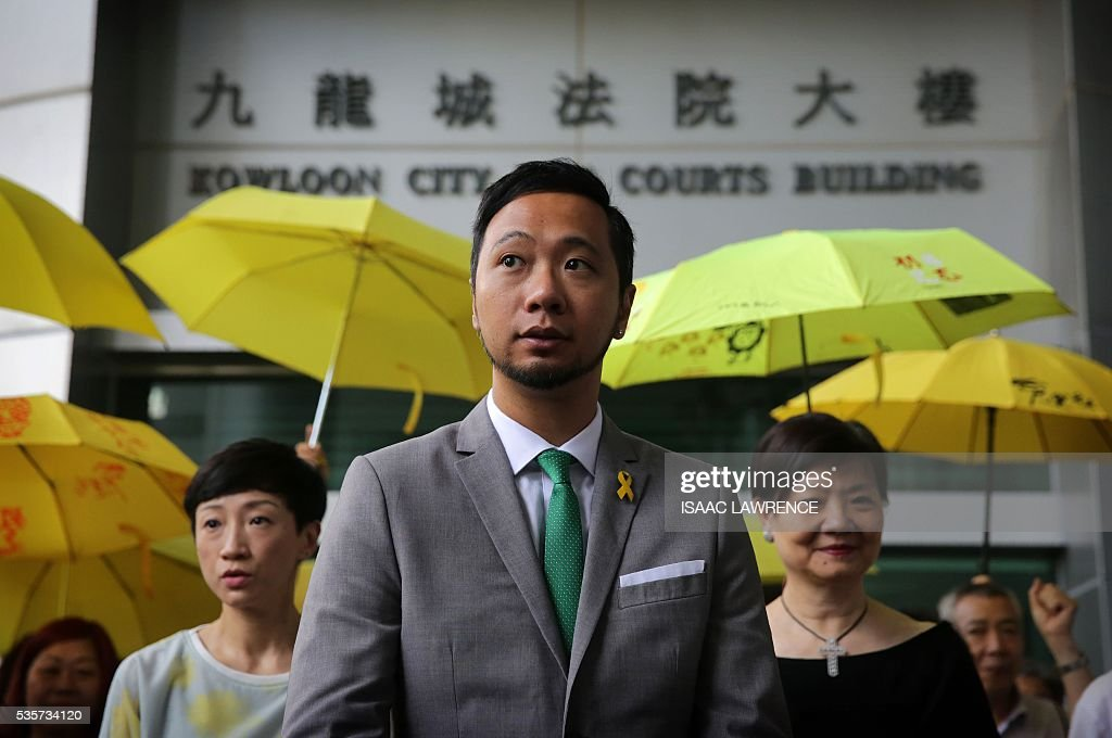 Activist Ken Tsang (C) leaves the Kowloon city court after being sentenced to five weeks in prison for assaulting police during the 2014 pro-democracy protests, in Hong Kong on May 30, 2016. A Hong Kong pro-democracy activist who was allegedly beaten by police in an attack captured by television cameras and beamed around the world was given a five-week jail term on May 30 of assaulting and resisting police officers. / AFP / ISAAC