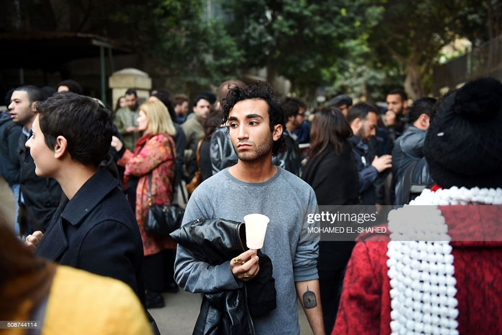 Activists and Italian nationals living in Egypt take part in a rally in memory of Italian student Giulio Regeni on February 6, 2016, outside of the Italian embassy in Cairo.The 28-year-old student who disappeared in Cairo last week has been found dead and appears to have been tortured, officials said on February 4, prompting furious demands from Rome for the speedy arrest of his killers. / AFP / MOHAMED EL-SHAHED