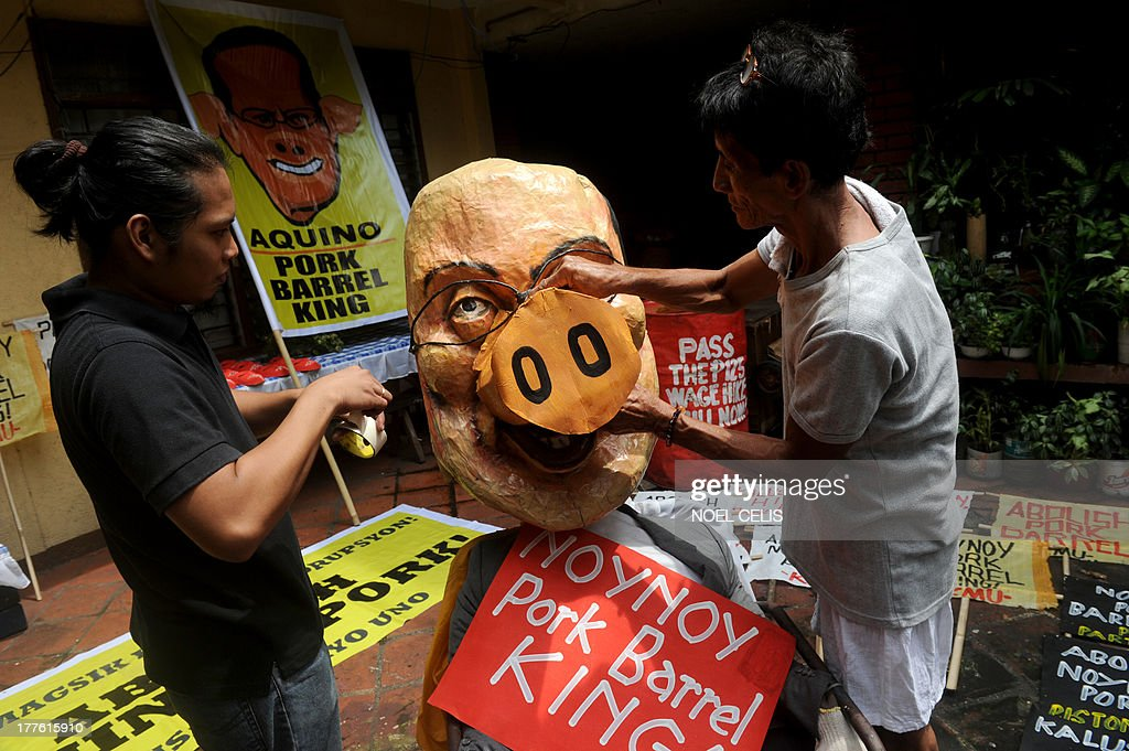 Activists apply finishing touches on an effigy of Philippine President Benigno Aquino in Manila on August 25, 2013. Demonstrators made preparations ahead of a nationwide protest on August 26 against corruption over miss-spending of government funds. AFP PHOTO / NOEL CELIS