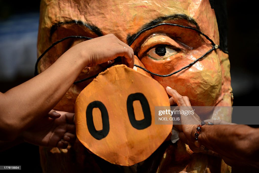 Activists apply finishing touches on an effigy of Philippine President Benigno Aquino in Manila on August 25, 2013. Demonstrators made preparations ahead of a nationwide protest on August 26 against corruption over miss-spending of government funds.