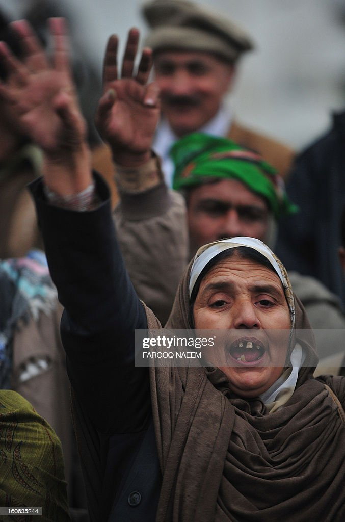 Activists from Pakistan's opposition parties shout slogans as they gather in front of parliament house during a protest in Islamabad on February 4, 2013. Hundreds of demonstrators participated in a rally from Parliament House to the offices of the nearby Election Commission of Pakistan (ECP), to express solidarity with the ECP and demand its empowerment to ensure free and fair general elections. AFP PHOTO/Farooq NAEEM