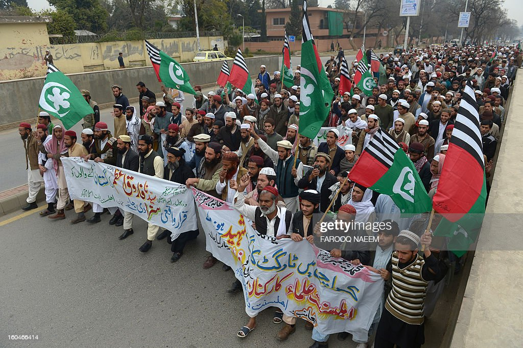 Activists of Ahle Sunnat Wal Jamaat march during a protest rally in Islamabad on February 1, 2013, against the killing of seminary clerics in Karachi. Top cleric, Abdul Majeed Deenpuri, from one of the largest Muslim seminaries in Pakistan was shot dead Thursday, with at least nine other people killed in bombs and shootings in Karachi in the last 24 hours, officials said. AFP PHOTO/Farooq NAEEM