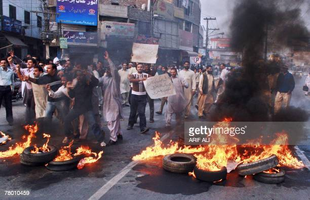 Activists of former Pakistan prime minister Nawaz Sharif's Pakistan Muslim League protest in Lahore 20 November 2007 Pakistani President Pervez...