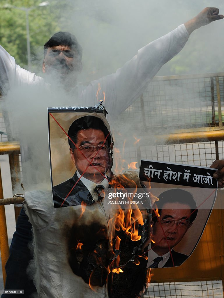 Activists of India's National Panthers Party shout slogans as they burn an effigy of former Chinese president Hu Jintao during a protest in New Delhi on April 24, 2013, after an alleged incursion into Indian territory by Chinese troops. India's foreign ministry said that it had asked China to withdraw troops who have allegedly advanced into disputed territory claimed by New Delhi in a remote area of the Himalayas. AFP PHOTO/SAJJAD HUSSAIN