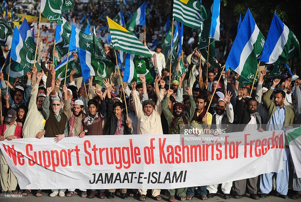Activists of Jamaat e Islami Pakistan march to mark Kashmir Solidarity day in Karachi on February 5, 2013. Pakistan observed Kashmir Solidarity Day on February 5, to denounce Indian rule in the disputed Himalayan region claimed in whole by both countries. AFP PHOTO/Rizwan TABASSUM
