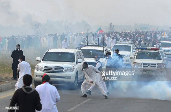 TOPSHOT Activists of opposition party TehreekiInsaf clash with police during a march to the capital in Swabi on October 31 2016 Police in Pakistan...