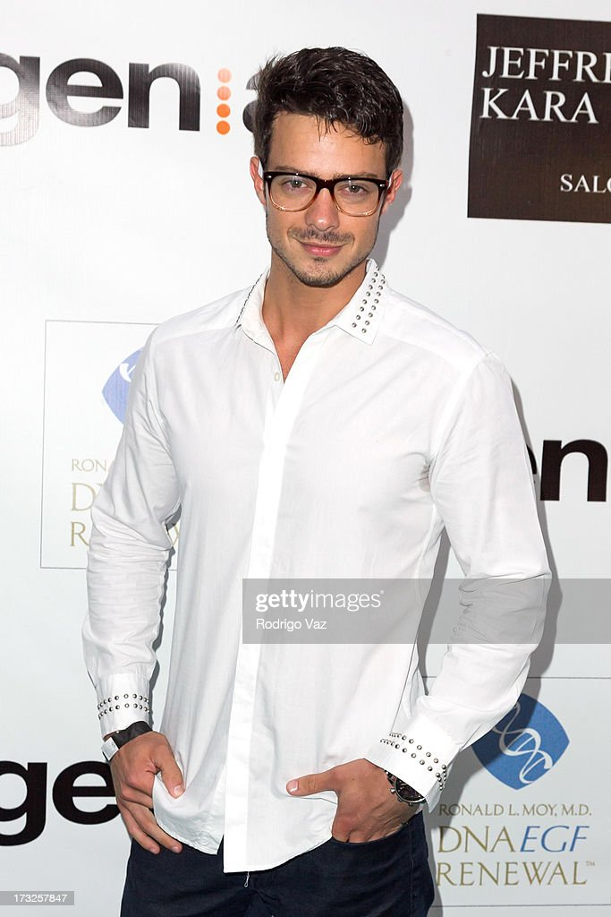 Actor Aaron Lee arrives at 'The Fountain Of Youth White Party' to celebrate