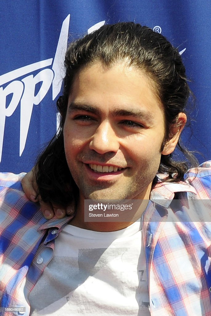Actor <a gi-track='captionPersonalityLinkClicked' href=/galleries/search?phrase=Adrian+Grenier&family=editorial&specificpeople=211413 ng-click='$event.stopPropagation()'>Adrian Grenier</a> arrives at the Sapphire Pool & Day Club grand opening party on May 4, 2013 in Las Vegas, Nevada.