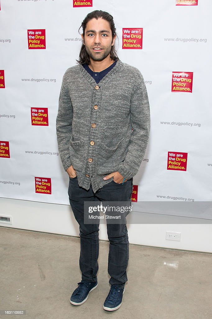 Actor <a gi-track='captionPersonalityLinkClicked' href=/galleries/search?phrase=Adrian+Grenier&family=editorial&specificpeople=211413 ng-click='$event.stopPropagation()'>Adrian Grenier</a> attends the 2013 re:FORM Art Benefit at C24 Gallery on March 4, 2013 in New York City.