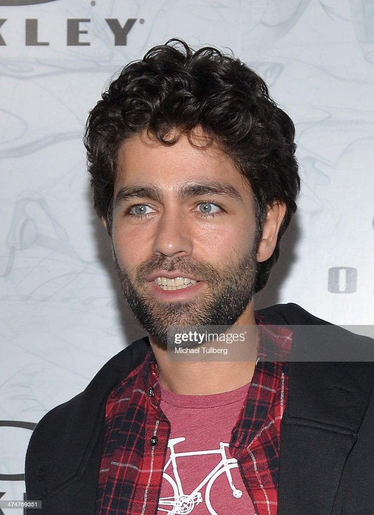 Actor <a gi-track='captionPersonalityLinkClicked' href=/galleries/search?phrase=Adrian+Grenier&family=editorial&specificpeople=211413 ng-click='$event.stopPropagation()'>Adrian Grenier</a> attends the Oakley's Disruptive By Design Launch Event at Red Studios on February 24, 2014 in Los Angeles, California.